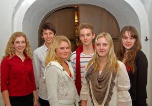 Sex duktiga sångsolister vid körkonserten. Det är från vänster Hanna Maaberg, Kristoffer Eriksson, Linnéa Näs, Adam Swärd, Elin Olars och Frida Hannerz.