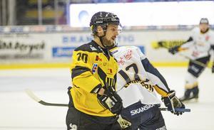 Oscar Pettersson ställs mot sitt gamla lag när VIK Hockey tar emot Enköping.