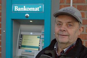 John Lundström säger att bankomaten behövs i Höga kusten, inte minst för alla pensionärer.