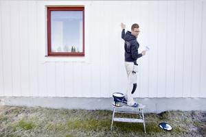 Målarmästaren Jonas Hjälsten ger sina bästa tips för utomhusmålning så att du kan måla om huset som en riktig målarmästare  i vår och sommar.