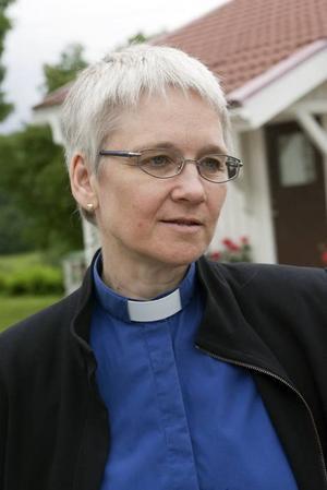 Kyrkoherde Eva Lena Kempe gav de nya husägarna en ikon som ska påminna om den gudomliga närvaron som funnits i huset i 400 år.