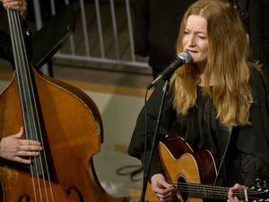 Anna Stadling spelar i Söråker på fredagskvällen.