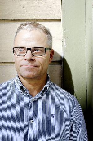 """Anders Dahlquist är entreprenör och föreläser om generationsfrågor. Han menar att 1940- och 50-talisterna fungerar som bromsklossar för yngre generationer. """"Vi är för dåliga på att delegera uppgifter och lita på yngre förmågor"""", säger Anders, själv född 1953."""