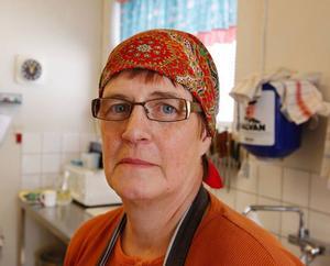 """Skolmatsalen hade det högsta uppmätta radonvärdet. """"Jag vet att det är farligt med höga radonvärden, men vi är ju tvungna att vara här"""", säger kokerskan Märta Persson från Laxsjö."""