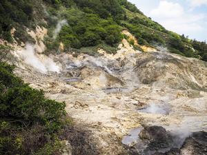 Världens enda drive in-vulkan ligger utanför Soufrière på Saint Lucia.   Johanna Bergström