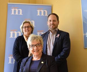 Moderata riksdagsledamoten Lena Asplund, länsordförande Jörgen Berglund och riksdagsledamoten Eva Lohman är nöjd med partiets skuggbudget.