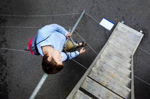 Tusen trådar som trasslar ihop sig. Har Christoffer Sjölund gett upp hoppet om att komma loss?