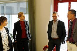 Carina Zetterström, Alexandra Treschow, Fredrik Eklund och omsorgschef Lars Liljedahl i samspråk.