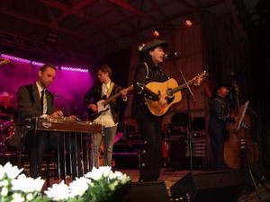 Jonas Otter and The Others fyllde scenen med alternativ countrymusik.