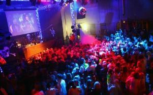 Alla discokvällar brukar locka fullt hus på Cozmoz.