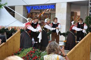 Dans och musik på Rådhustorgets stora scen är ett alltid uppskattat inslag i festivalen.