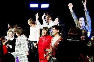 Den första produktionen som Teater Barda satte upp var Dunderklumpen och efter det sattes Megafon upp. Den sistnämnda skrevs utifrån deltagarnas egna upplevelser utifrån sitt funktionshinder. Pjäserna har spelats runt om i länet och har varit välbesökta.Skådespelare från Barda var också med i Vidundret som spelades på en färja runt Storsjön i somras. Bilden är från premiären av Megafon.