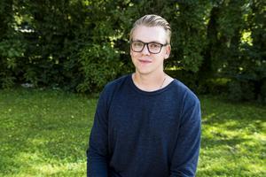 Wilhelm Nordström har avverkat tre år på basebollgymnasiet i Leksand, därefter väntande två år på college i USA. Nu är han coach och spelare i Sundsvall Mosquitoes.