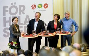 Skrattar gott. Maria Wetterstrand (MP), Peter Eriksson (MP), Mona Sahlin (S) och Lars Ohly (S) ser ut att trivas tillsammans.foto: Per g norén
