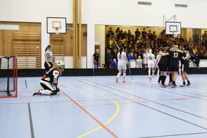 Gullänget-Kroksta fick se fem bollar passera in i eget mål – tre av dem kom från Jane Sahlström.