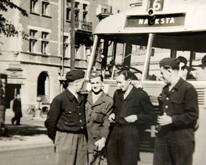 1950-talet. Under det tidiga 50-talet jobbade Torbjörn Lindström, till vänster, och hans kollegor som busschaufförer i Sundsvall.
