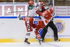 Morabacken Jonathan Harty sätter in en tackling mot Timrås Eric Moe.