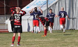 Besvikna KFF-spelare efter att Nordvärmland kontrat in 3-1-målet i slutminuterna.
