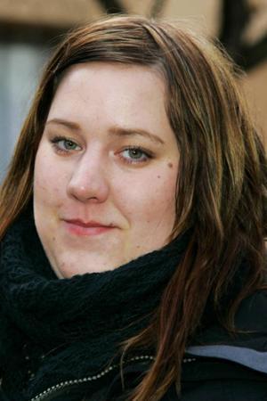 Kassandra Heidenbeck, 21 år, Brunflo:– Nej. Jag är inte intresserad av skidskytte. Jag kollar inte på så mycket sport.