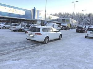 Parkeringen vid Coop och Systembolaget ska byggas ut med preliminärt 130 platser.