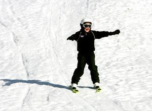 Gussibacken i Ljusne har överlevt trots allt. Här tar Anton Sjöberg, 9, ett åk.