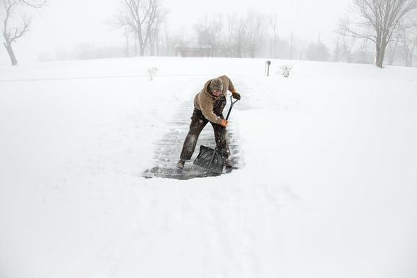 I morgon tisdag är det dags för snöskottning.
