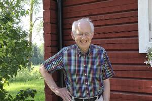 Lennart Sandström älskar historia och håller byvandringar i trakten runt Mohed.