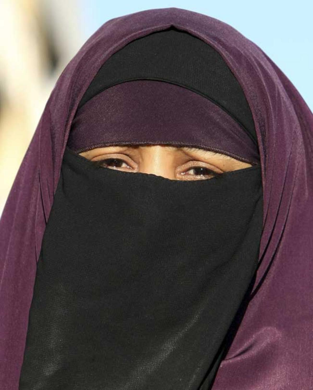 8bab790c919a Folkpartiet och Socialdemokraterna anser att lagen tydligt behöver tillåta  skolledare att förbjuda niqab i undervisningen.