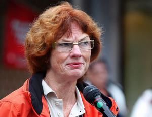 Riksdagsledamot Ann-Britt Åsebol (M) hotar med att förmå den borgerliga alliansen att ändra skollagen om friskolorna i Dalarna får lägre skolpeng än de kommunala.