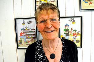 Skofabriksarbete. Marianne Gustafsson har själv jobbat på skofabriker i Kumla. Nu målar hon av arbetet.