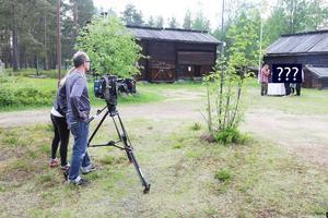 Under två dagar spelades Matslaget in i Sveg med omnejd. Regnet hängde hotande över Gammelgården men dropparna kom först när utescenerna på lördagen var klara.