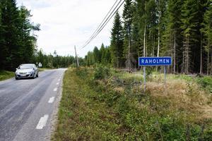 Kommunen har både lovat och tagit tillbaka löftet om att förlänga cykelvägen från Rahomlen till Bänkåsviken.