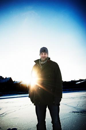 Mikael Renberg hyllar Örebro.