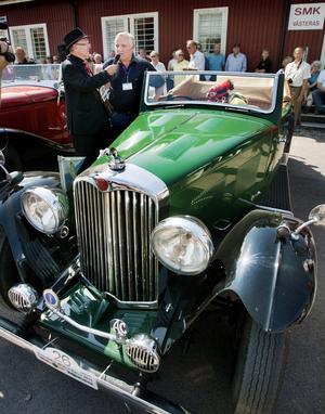 Veterantur. Ralph Scheffler har kört från Frankfurt för att få vara med i det svenska rallyt. Hans bil är 74 år gammal, tävlingen äldsta är nästan 100.