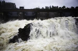 En mäktig syn är det när 650000 liter vatten strömmar ut i storfåran vid Älvkarleby