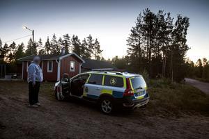Både polis och frivilliga hjälptes åt med att söka efter tvååringen. Under natten gav sökinsatsen resultat och pojken hittades välbehållen.