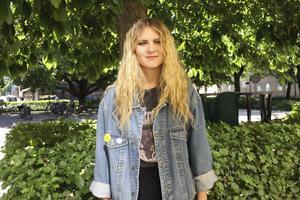 Gillar Växhuset. Veckans 20-åring Tilda Landehags favoritplats i Västerås är Växhuset, där hon både har spelat musik, dansat och ordnat möten för föreningen Ungdom mot rasism. foto: Carina widell