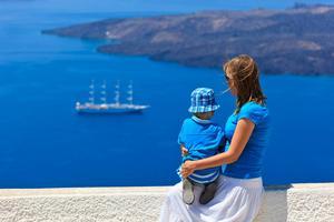 Utsikten från den grekiska ön Santorini fascinerar.   Foto: Shutterstock.com