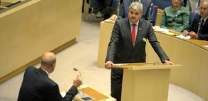 Tungt politiskt möte. I går inföll den första verkliga debatten mellan statsminister Fredrik Reinfeldt och socialdemokraternas partiledare Håkan Juholt.