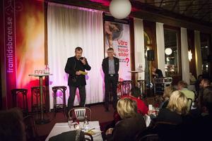 Moderatorerna Kjell Carnbro och Tomas Melander höll i trådarna under kvällen.