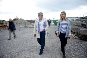 Efter studiebesöket hos politikern Mari Jonsson märker reporter Signe Svorén att jobbet inte alls är som hon har tänkt sig.