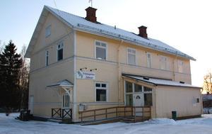 """GÅRDEN ÖPPNAR IGEN. På onsdag öppnar Unga Örnar fritidsgården Zebran i Bergby som har varit stängd sedan nyår. Förra veckan tog föreningen även över skolans fritidsklubb som delar lokalerna i Bergby. """"Vi har målat om någon vägg och bytt lite möbler"""", säger nya föreståndaren Ulrika Jidåker från Unga Örnar."""