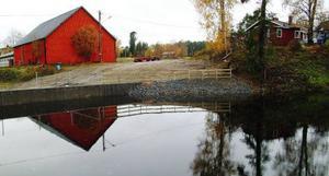 Så här ser dammen ut i dag där materialet för snart ett år sedan gav vika för vattentrycket och dammen rasade.