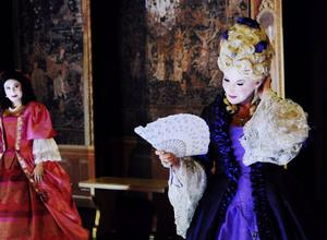 Ida Steén som Célimène och Anne Kulle som Arsinoe.