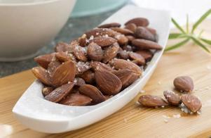 Rökiga salta mandlar är kanongoda som snacks.Foto: Leif R Jansson/TT