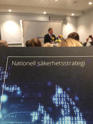 Foto Patrik Oksanen, Löfven på presskonferensen efteråt.