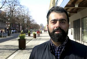 Jag vill vara ute i verkligheten, på gatan, jag vill jobba, säger Remi El Eter och därför har han tre sysselsättningar.