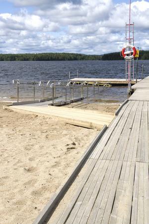 Ankarmons badplats är nu anpassad för personer med funktionsnedsättning som vill bada.