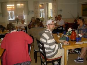 Medlemmar och representanter för socialdemokraterna och moderata samlingspartiet.