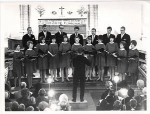 Sundsvalls Kammarkör sjunger i en mycket tidig upplaga av Julton, Sundsvalls längsta konserttradition. GA-kyrkan 1967.